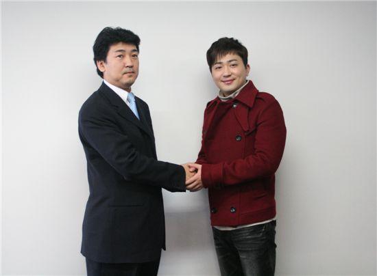 (주)어빙 오기노 마사루 대표(왼쪽)와 악수하는 박현빈