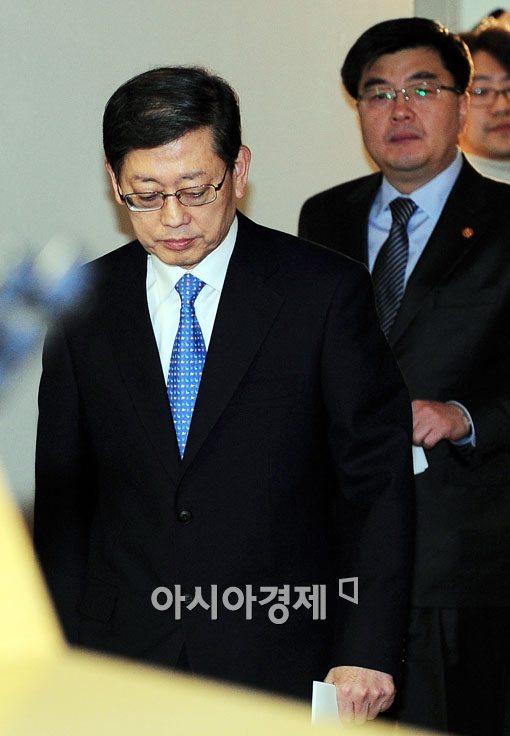 [포토] 담담한 표정의 김황식 국무총리