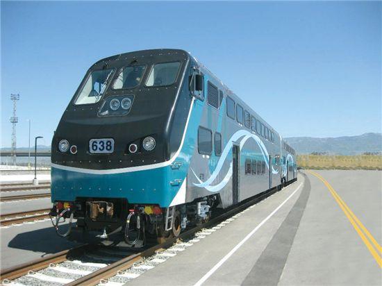 6일(현지시간)부터 본격 운행에 들어간 현대로템이 제작한 미국 SCRRA 이층객차