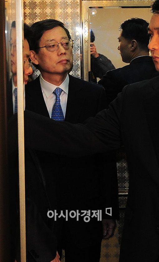 [포토] 담담한 표정의 김황식 총리
