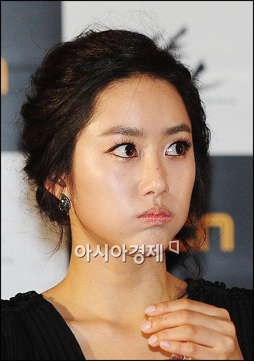 [포토]전혜빈 '기자회견, 긴장되네'