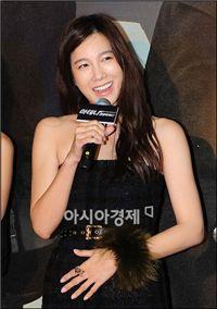 에스엠 지진에 울고, 키이스트·JYP 손잡고 웃고