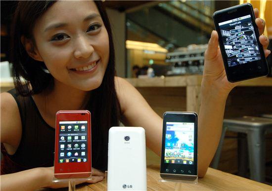 신세대를 겨냥한 LG전자의 새 스마트폰 '옵티머스 시크'
