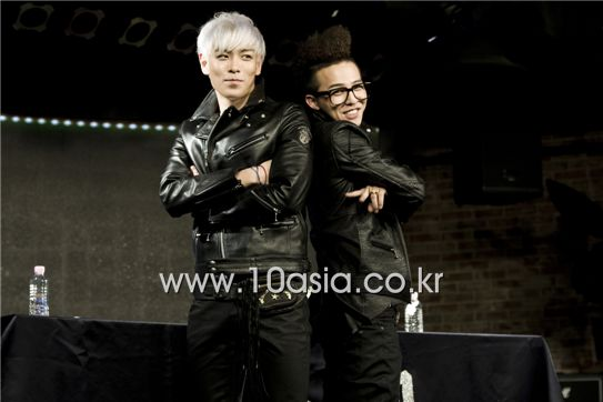 """From left, Big Bang members T.O.P and G-Dragon pose during a photocall of the world premiere showcase for their new duo unit album """"GD & TOP"""" held at major shopping complex Times Square in Yeongdeungpo of Seoul, South Korea on December 14, 2010. [Lee Jin-hyuk/10Asia]"""