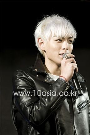"""Big Bang member T.O.P speaks at the world premiere showcase for their new duo unit album """"GD & TOP"""" held at major shopping complex Times Square in Yeongdeungpo of Seoul, South Korea on December 14, 2010. [Lee Jin-hyuk/10Asia]"""
