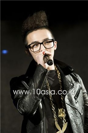 """Big Bang member G-Dragon speaks at the world premiere showcase for their new duo unit album """"GD & TOP"""" held at major shopping complex Times Square in Yeongdeungpo of Seoul, South Korea on December 14, 2010. [Lee Jin-hyuk/10Asia]"""