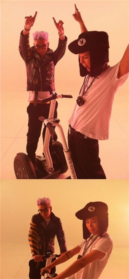 Pictures of Big Bang members T.O.P (left) and G-Dragon (right) [T.O.P and G-Dragon's official me2today site]