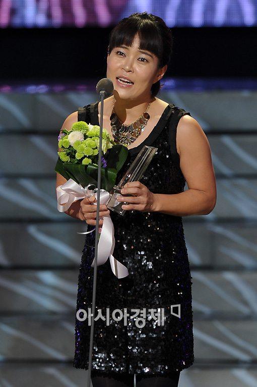 조혜련이 지난달 2살 연하 사업가와 결혼했다.
