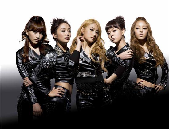 From left, KARA members Kang Ji-young, Nicole, Park Gyu-lee, Han Seung-yeon and Gu Hara. [DSP Media]