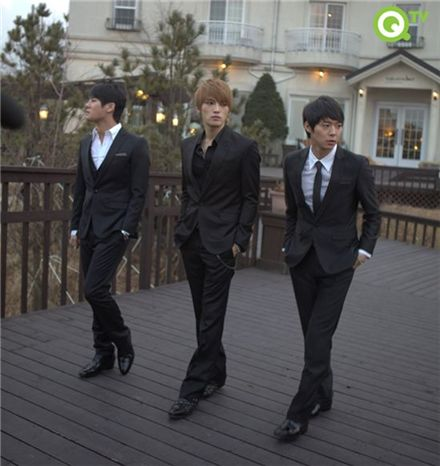"K-pop group ""JYJ"" [QTV]"