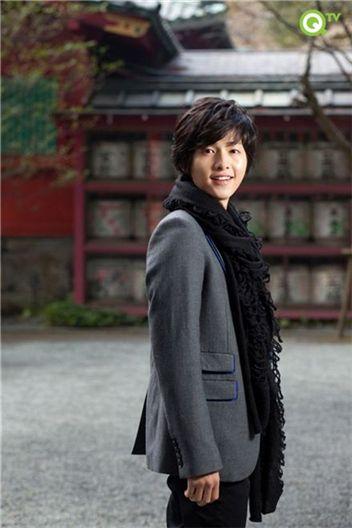 Korean actor Song Joong-ki in Japan. [QTV]