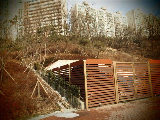 남산타운 아래 응봉공원내 쓰레기 관리시설 집하 시설