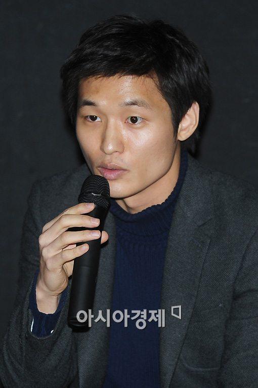 [포토]인사하는 윤성현 감독