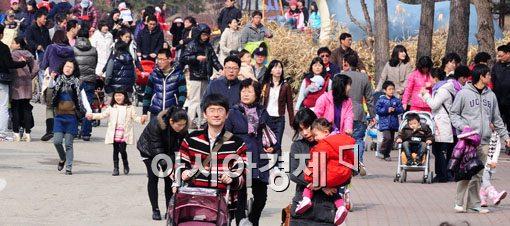 봄 나들이 나온 시민들(사진=아시아경제DB)