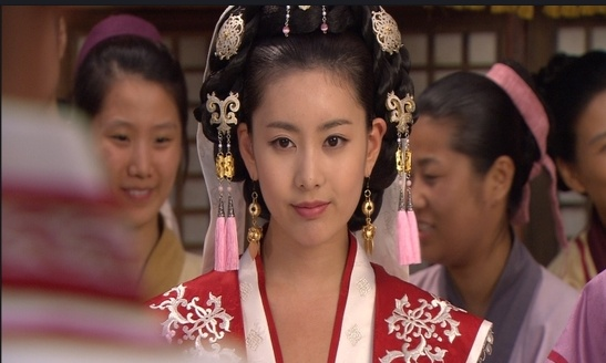 "T-ara's Qri on MBC historical series ""Queen Seondeok"" (2009) [MBC]"