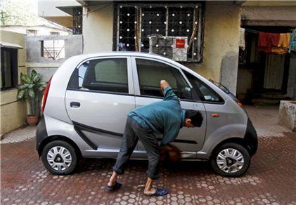 타타자동차가 인도의 중산층에게 자전거나 스쿠터 대신 안전한 운송수단을 제공하기 위해 만든 것이 바로 '나노'다(사진=블룸버그뉴스).