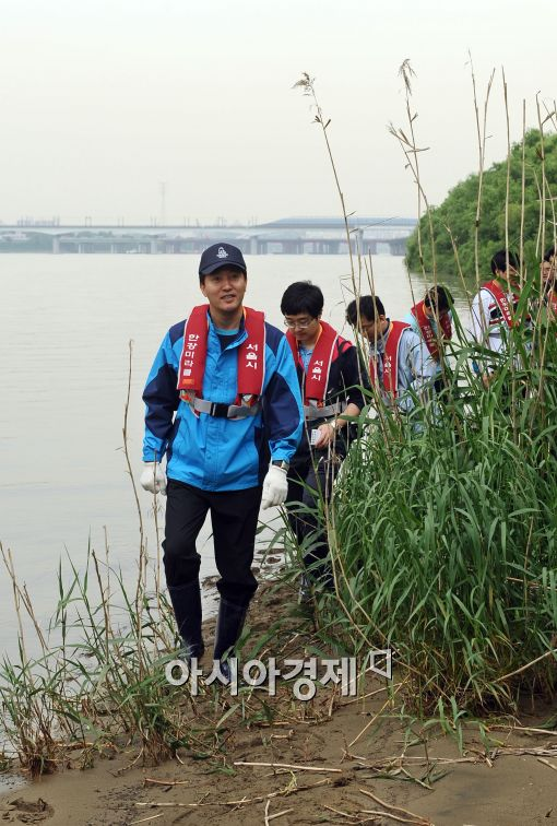 [포토]밤섬 생태 살피는 오세훈 서울시장