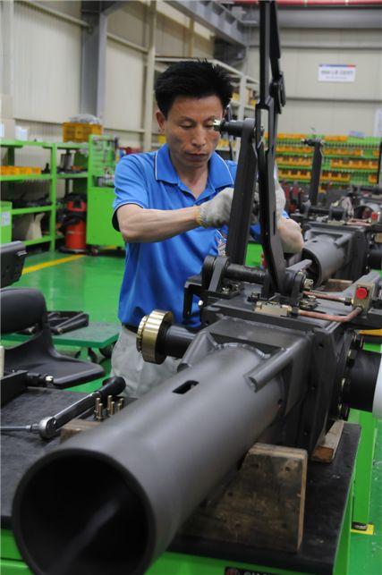 S&T중공업의 전신은 1959년에 창업한 예화산탄공기총제작소이다. 이곳에서 세계 최초로 산탄공기총을 개발한 것은 물론 1968년부터는 일본 등에 수출도 했다.