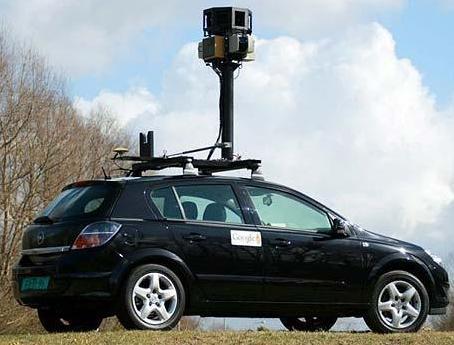 구글 스트리트뷰 차량. 구글은 차량에 달린 카메라로 도로는 물론 주위 사물을 촬영해 지도와 네비게이션 서비스를 제공하고 있다.