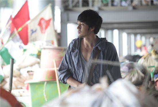 Hallyu star So Ji-sub [51K]