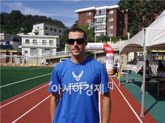 13일 열린 '제3회 울릉도·독도 국제 철인3종 경기 대회'에 출전한 브래드 윌리암(Brad Williams, 26)이 2시간 26분 31초의 기록으로 전체 2위를 차지했다.