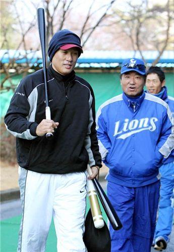 이승엽과 고 장효조 삼성 2군 감독(사진=삼성 라이온즈 제공)