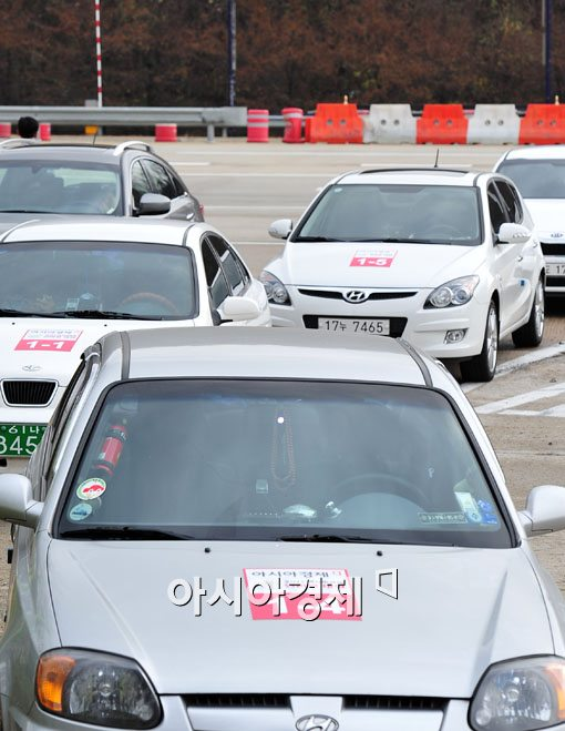 [포토] 고속도로 달리는 연비왕 출전 차량들
