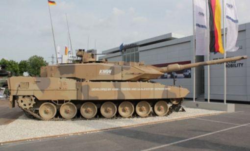 라인메탈사의 120mm활강포 L/55를 장착한 독일 레오파드 2 전차