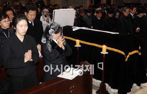 [포토] 기도하는 유가족들