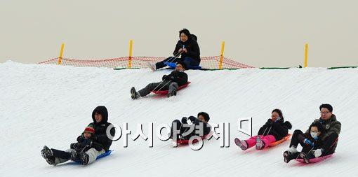 [포토] 즐거운 눈썰매 놀이
