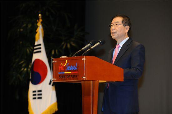 박원순 서울시장이 2일 신년사를 하고 있다.