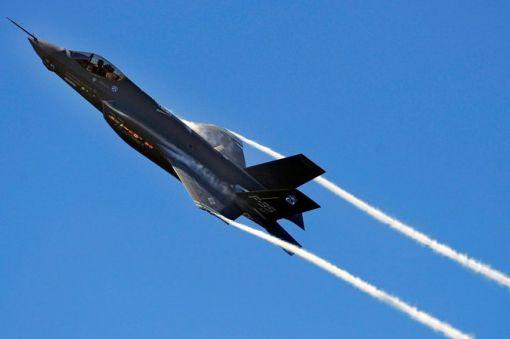 미국 국방 예상 감축에 따라 운영이 축소될 것으로 보이는 미공군 주력 전투기 F-35.