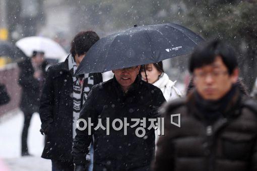[포토] 눈 내리는 퇴근길