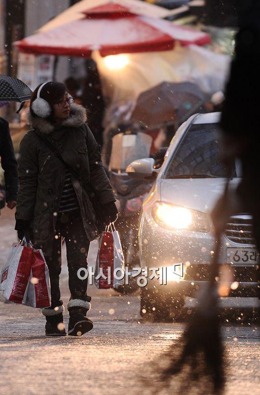 [포토] '눈 내리는 쇼핑길'