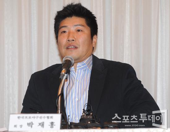 [포토] 박재홍 회장 '투표 통해 박충식 선수협 사무총장으로 선출'