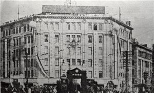 1930년대 화신백화점 모습.화신백화점은 한국인이 세운 최초의 백화점으로 당시 평안지역 갑부인 박흥식이 세웠다.(출처:한국학 중앙연구원)
