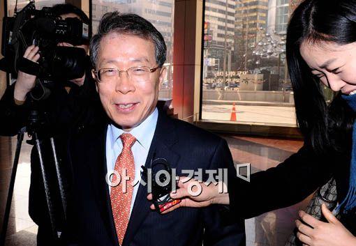 [포토] 미소 짓는 윤 부회장