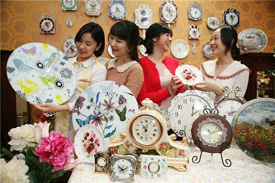 [포토]봄 부르는 꽃무늬 시계