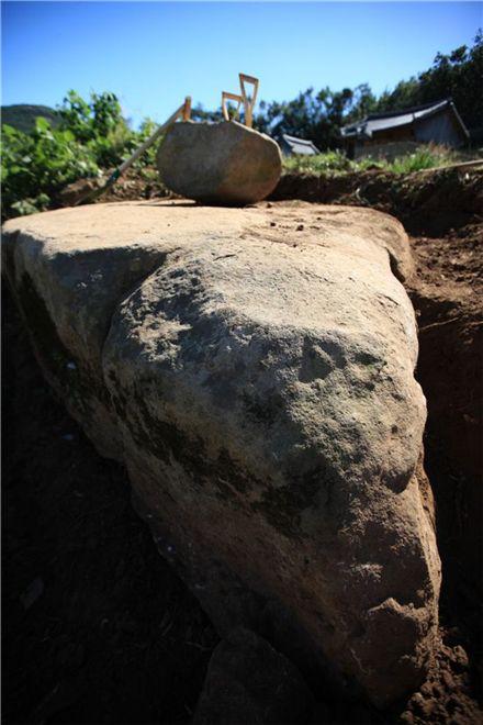 고산(孤山) 윤선도가 달을 구경하던 거북바위로 추정되는 암석의 모습. 사진=국립문화재연구소 제공.