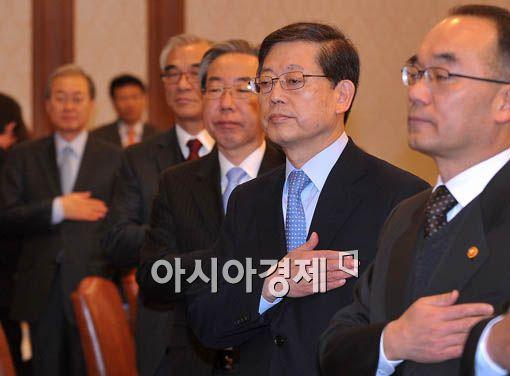 [포토] 국민의례하는 김 총리