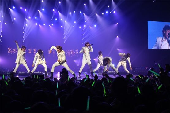 """INFINITE performing at their first concert """"Second Invasion"""" [CJ Entertainment]"""