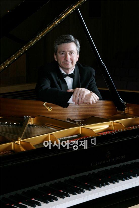 러시아 피아니스트 블라디미르 옵치니코프 16일 내한공연 열려