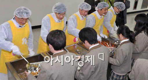 [포토] 점심 나눠주는 박원순