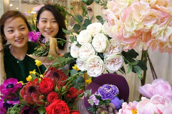 """[포토]""""꽃으로 집안을 꾸며보세요~"""""""