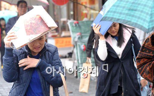 [포토] 우산 챙길걸
