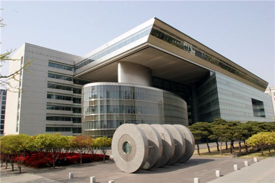산업은행 전경. 지난해 산업은행은 1조6509억원의 당기순손실을 냈지만 은행장은 1억5850만원의 성과급을 받아갔다.