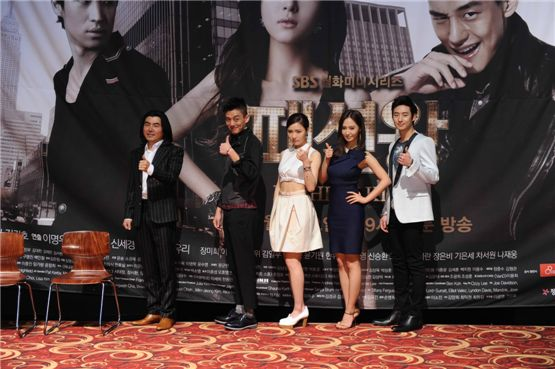 "Producer Lee Myung-woo and actors Yoo A-in, Shin Se-gyeong, Kwon Yuri and Lee Je-hoon at SBS drama ""Fashion King"" press conference [SBS]"