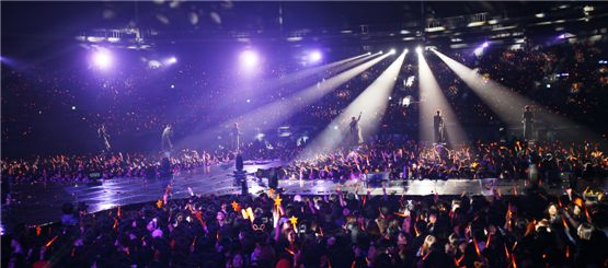 """2012 SHINHWA GRAND TOUR IN SEOUL 'THE RETURN'"" held at Seoul Olympic Stadium on March 25[Shinhwa Company]"