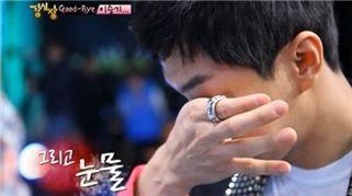 ▲ 이승기 눈물인사='강심장' 이승기가 마지막 인사를 전하며 눈물을 보이고 있다. (사진=SBS '강심장')