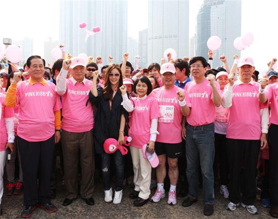 2012 핑크리본 사랑마라톤 성황리 개막
